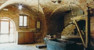 洞窟のように掘られた空間にあるムリーノ